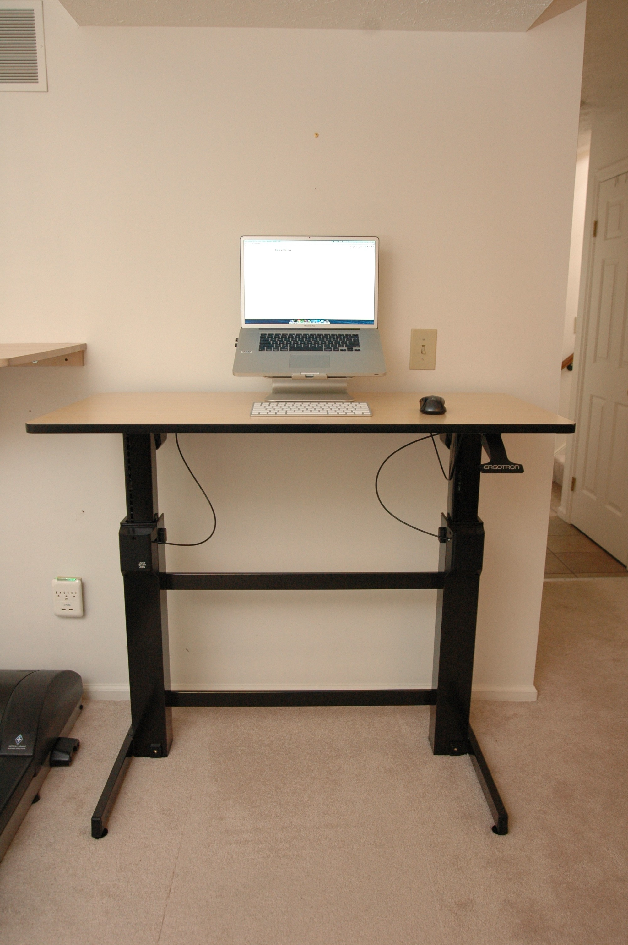 ergotron workfit d sit stand desk review deskhacks rh deskhacks com  ergotron workfit-d sit-stand computer desk
